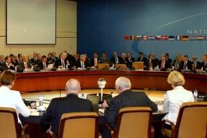 Janko-Veber-na-zasedanju-ministrov-zveze-NATO-300x200