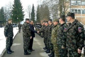 Minister-Veber-na-obisku-pri-Logistični-brigadi-SV-300x200