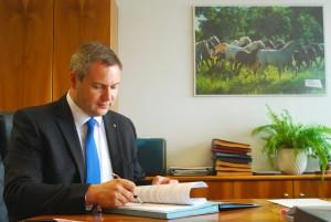 Židan podpisal pravilnik za uporabo konoplje