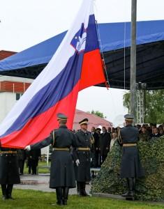 Dvig zastave ob dnevu SV