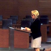 Ministrica Kopač Mrak v DZ o odpisu dolgov