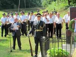 Župan Rebolj pri spomeniku talcem pri Moravčah