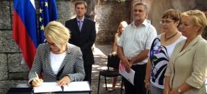 Podpis sporazuma za odpis dolgov