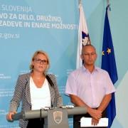 Ministrica Kopač Mrak o razpisu za štipendije