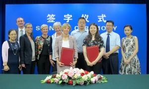 Podpis protokola za izvoz mleka iz Slovenije na Kitajsko