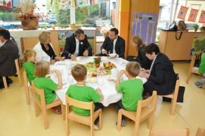 Židan in Jureček med zajtrkom v vrtcu
