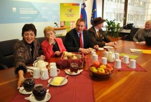 Ministri s tradicionalnim slovenskim zajtrkom
