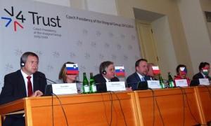 Židan na zasedanju V4+4 v Pragi